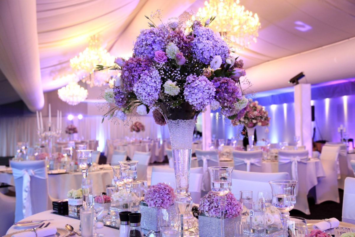 http://talborz.com/wp-content/uploads/2017/08/beautiful-and-elegant-centerpiece-ideas-for-wedding-reception-tables-with-white-and-purple-theme-and-purple-flowers-as-ccenterpieces-and-tall-centerpiece.jpg